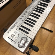 Продам MIDI-клавиатуру Behringer U-CONTROL umx49